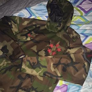 Men's Nike woodland camo windbreaker